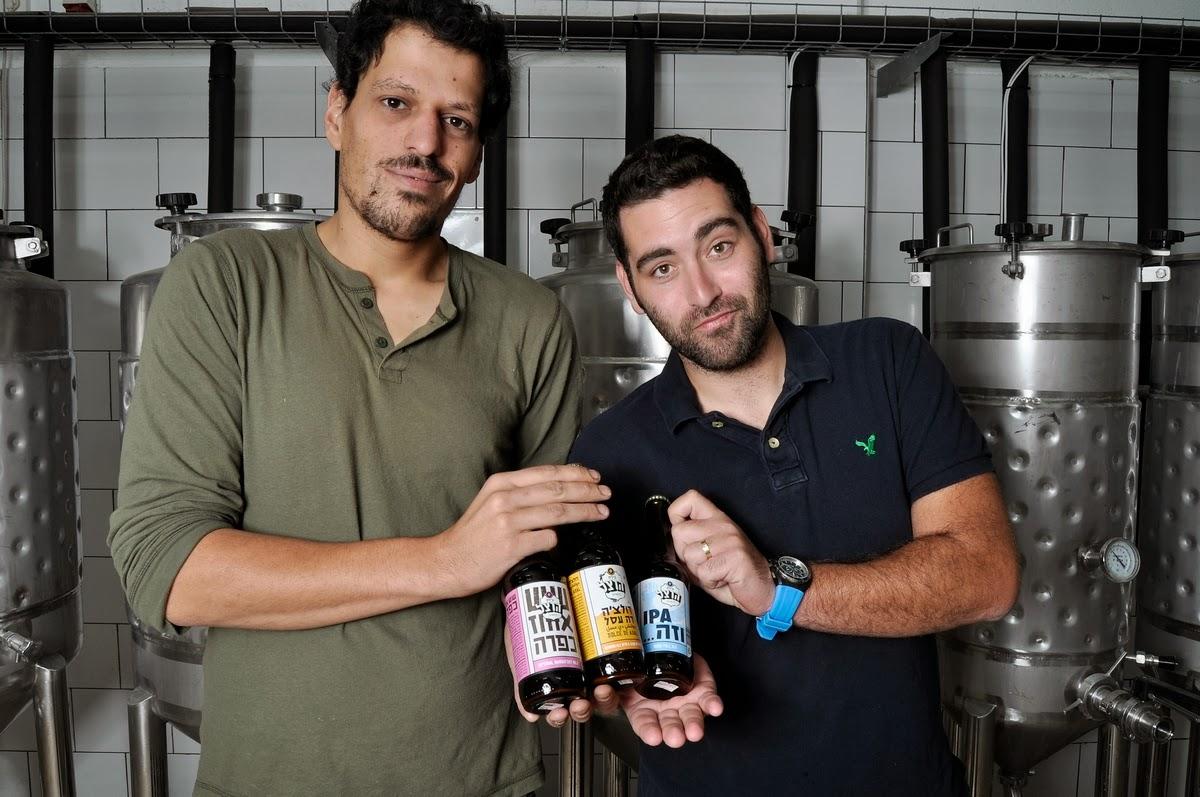 A Herzl Beer tulajdonosai, Itai Gutman és Maor Helfman (Fotó: Timesofisrael.com)