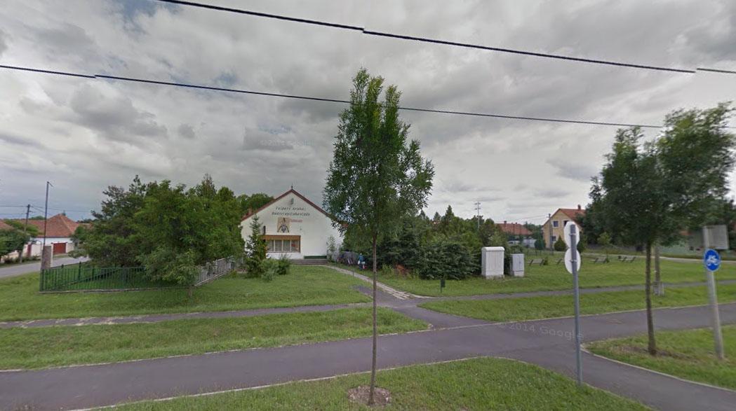 Ebből az épületből lehet a sörfőzde Gyulán, az Almási Kálmánné téren (Google Streetview)