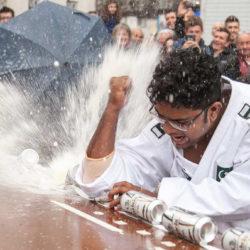 Ez a pakisztáni srác nagyon felhúzta magát 77 doboz sörön
