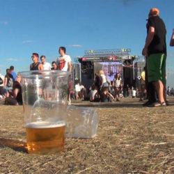 2025-re tűnhet el a fesztiválokról a műanyag pohár és a sörösdoboz