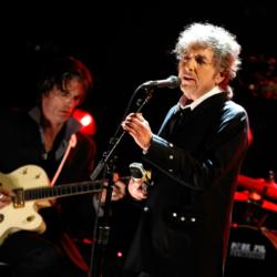 60 dollár egy palack az olcsóbbik Bob Dylan whiskyből