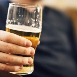 Egy belga söröző megelégelte a pohárlopásokat – riasztóval védekeznek