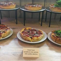 Esélyed sincs egy közepes deep dish pizza ellen!