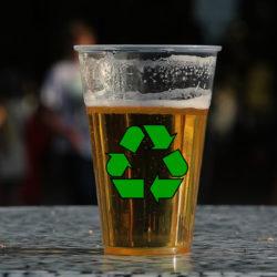 Egyelőre négy helyről írtják ki a műanyag söröspoharakat