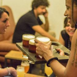 Helyi craft sörrel kísértük a bizarr szicíliai utcai kajákat - videó