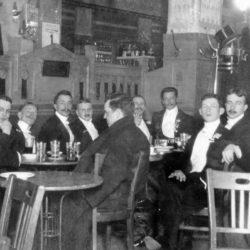 A bort tisztán, a sört piszkosul, a rumot meg csak úgy mellé szerették a századforduló Budapestjén