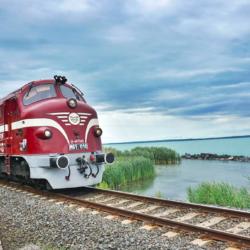 Csapolt sör és street food – egészen más lesz ezentúl vonattal Balatonra menni