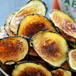 Egészséges(ebb) és szörnyen finom: válts cukkini chipsre!