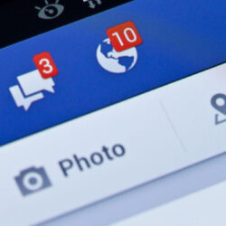 Bejelölnéd a Facebookon az öreg Drehert?