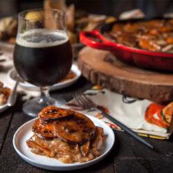 Karácsonykor köretként, hétköznap főételként is szuper a sörrel sütött édesburgonya