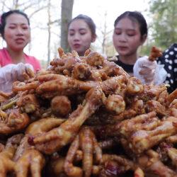 Megigézve nézed majd ezt a hat thai lányt és a csirkelábakat!